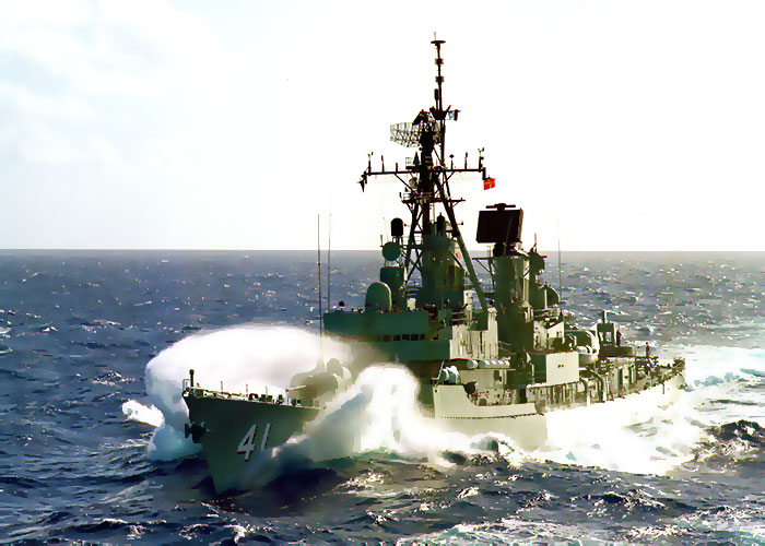 HMAS BRISBANE (DDG41) at Sea